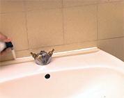 remplacer bricolage plomberie joint de silicone lavabo vier baignoire. Black Bedroom Furniture Sets. Home Design Ideas